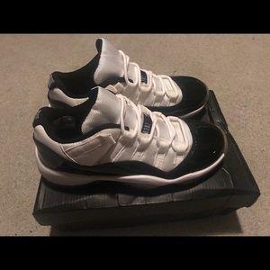 Jordans - Retro 11 Lows - Concords (2014) - 7 Mens